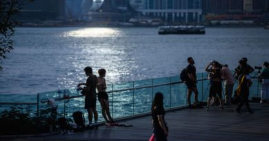 Let Hong Kongers get visas to America to escape China