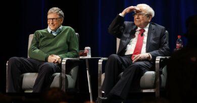 Warren Buffett announces he's stepping down from the Gates Foundation board